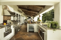 An outdoor kitchen that has it all - Architecture & Design