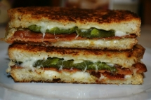 Bacon & Jalapeno Popper Grilled Cheese Sandwiches - Easy recipes
