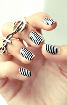 Black & white striped nails - Nails