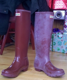 The EASIEST Way to REMOVE Hunter Rain Boot White Residue Bloom - Household Tips