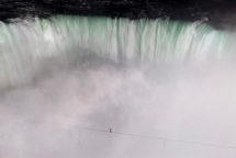 Nik Wallenda completes the first tightrope walk across Niagara Falls - News
