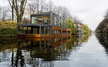 Floating modern architecture - an amazing houseboat - Unique Building Ideas