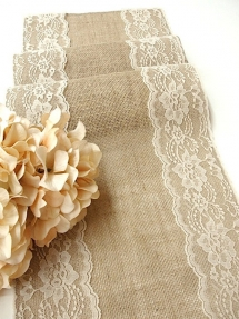 Burlap table runner - Everything Weddings