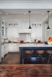 Clean white cabinets with simple hardware - Great designs for the home