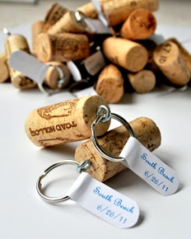 DIY wine cork keychain - DIY Projects