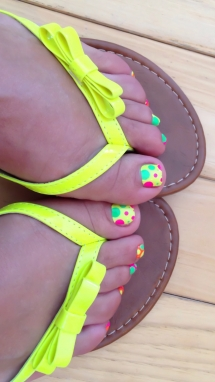 Fluorescent polkadot toenail design - Nails