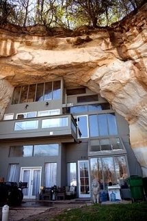 House built into a sandstone mine  - Cool architecture