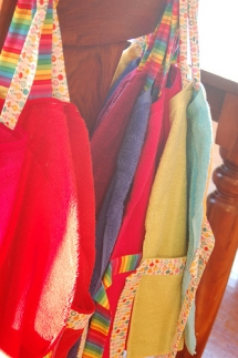 Love these easy to make smocks for kids! - Art Fun