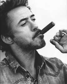 Robert Downey Jr. smokin' - Fave Celebs