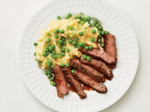 Skirt Steak with Cheesy Mashed Potatoes - Tasty Grub