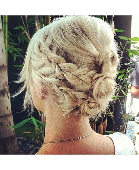 12 short updo hairstyles that anyone can do