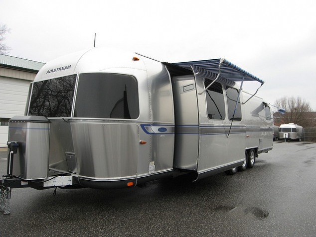 2009 Airstream Classic Limited 34' Slide-Out Travel ...