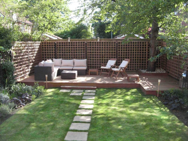 backyard raised seating area