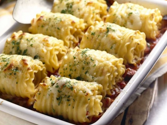 Chicken and Cheese Lasagna Roll-Ups - FaveThing.com