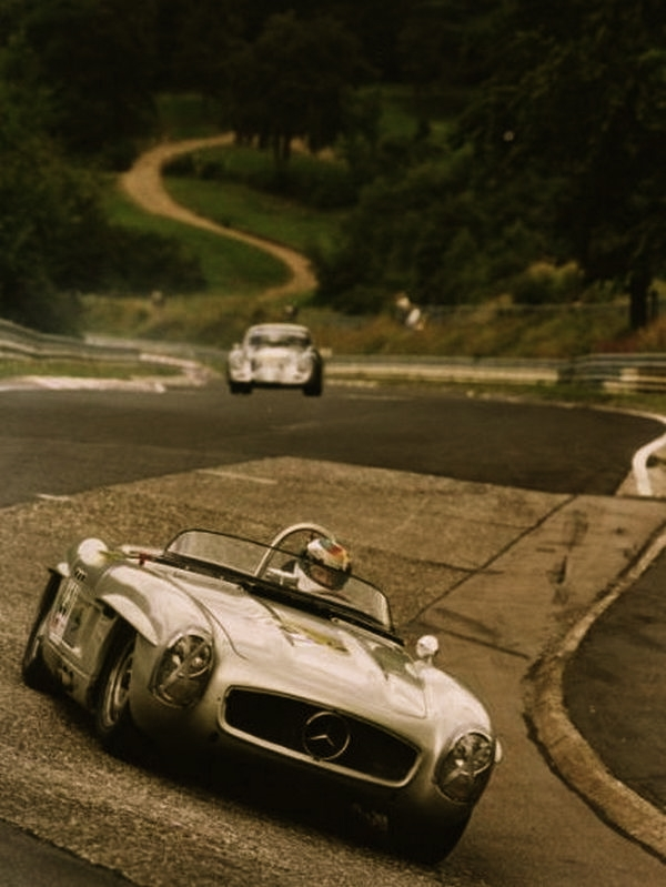 Classic mercedes benz race car for Mercedes benz vintage cars