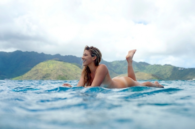 Coco Ho bares it all hits the surf - Image 3