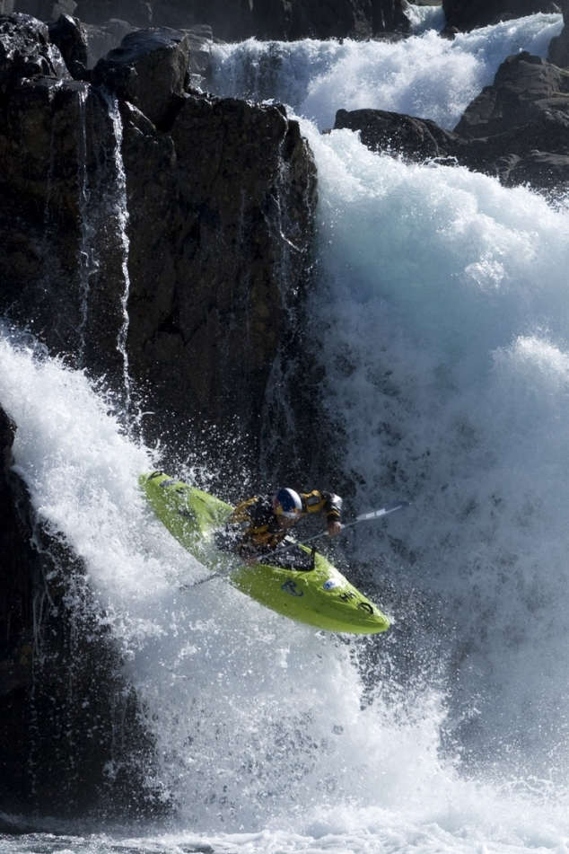 Dropping falls - Extreme kayaking