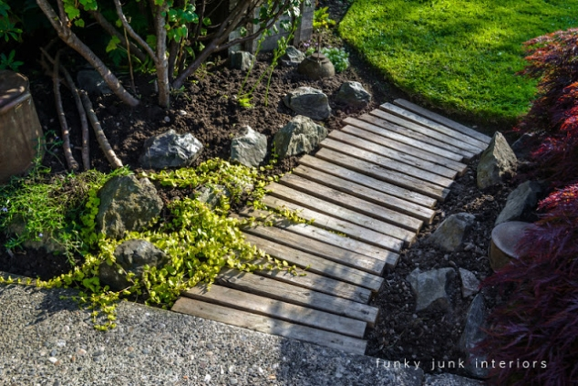 Garden walkway made with pallets