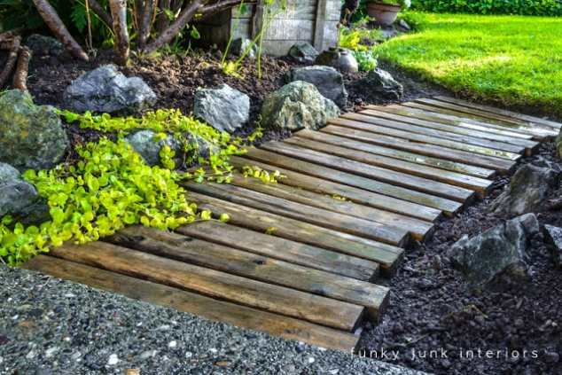 Garden walkway made with pallets - Image 2