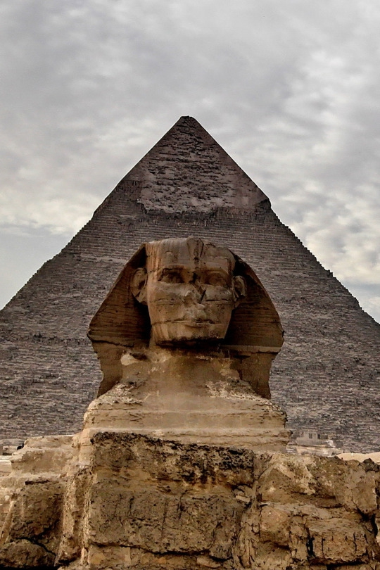 Great Sphinx of Giza and the Pyramid of Khafre in Egypt [photos]
