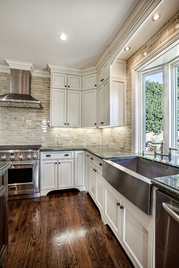 Kitchen with cream coloured subway tile walls - FaveThing.com