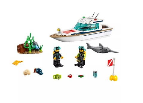 LEGO Diving Yacht - Image 2