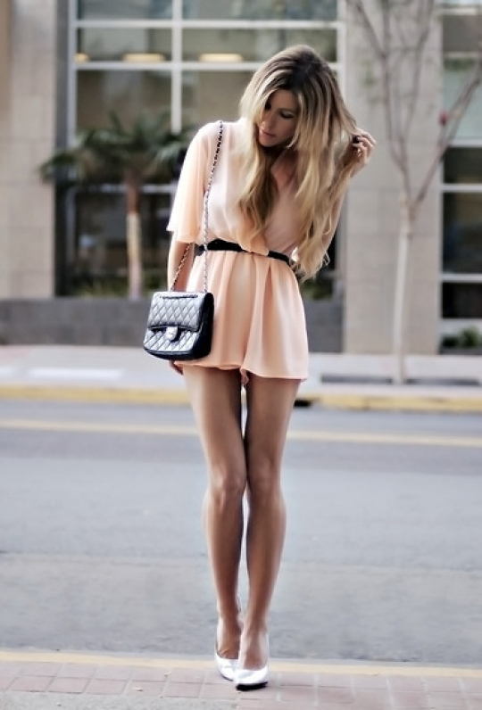 Short flowing dress in light pink