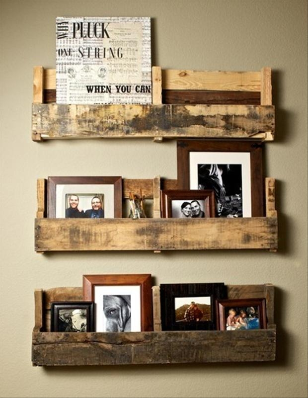 Hanging wall shelves made from wooden pallets favething hanging wall shelves made from wooden pallets solutioingenieria Image collections