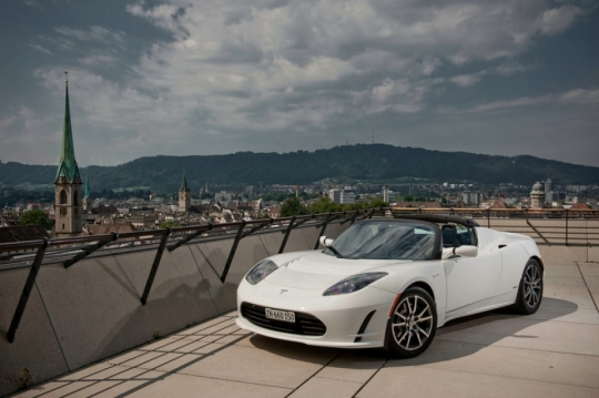 Telsa 2012 Roadster in Arctic White