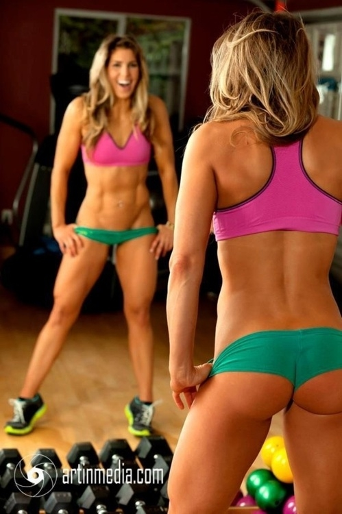 Wow! Now this woman is fit! - FaveThing.com