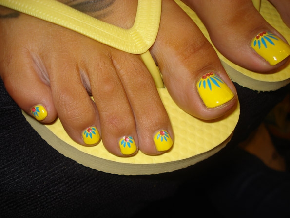 Yellow Nails With Flower Design Favething